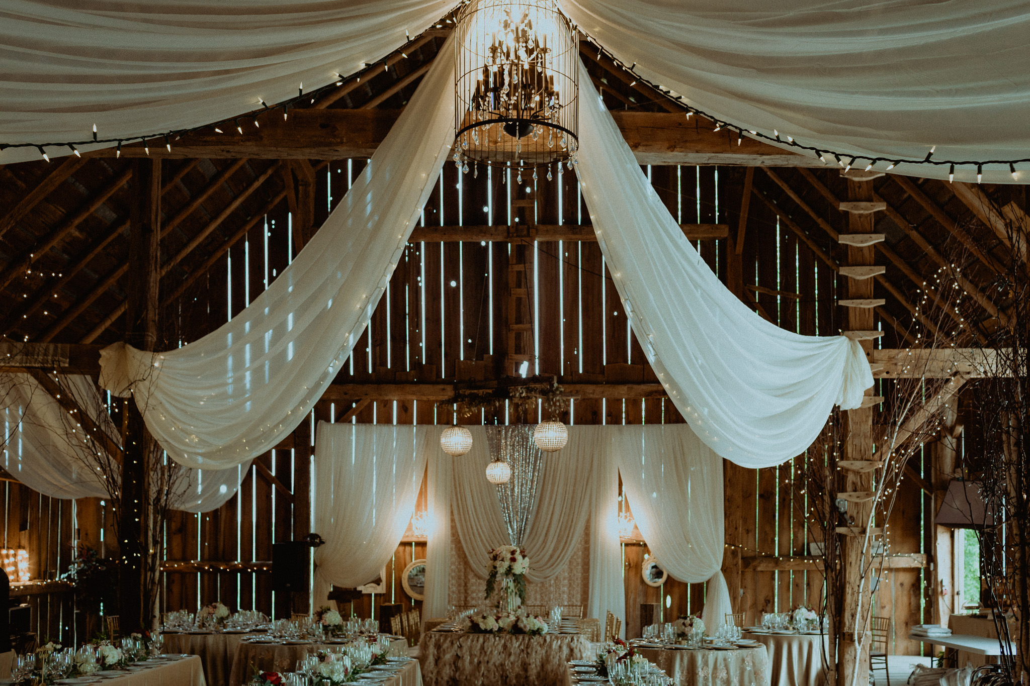 Century Barn indoor reception space detail and decor photos